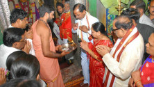 KCR offered prayers in bhadrakali temple in warngal (1)