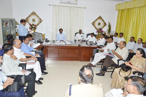 CM-KCR-meet-with-secretaries