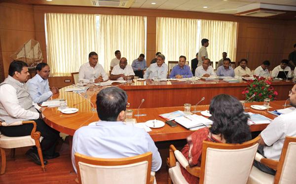 CM-KCR-meeting-with-Maharashtra-CM-fadnavis-on-Pranahita-Chevella-Project-issue