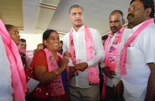 Harish-rao-participated-in-Membership-drive-programme