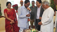KCR-birthday-celebrations-in-Rajbhavan,-Mumbai05
