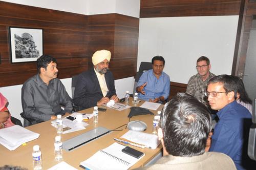 KTR-with-Amazon-delegates01