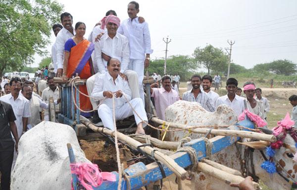 Harish-Rao-in-Restoration-of-tanks-in-Medak-District-01