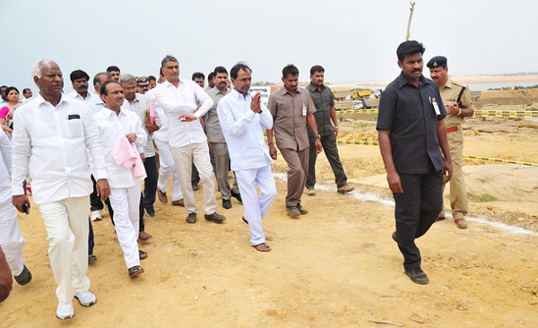 kcr-inspects-lift-irrigation-project-sites-01
