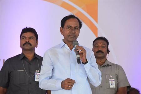 KCR addressing in Mahindra& Mahindra's New vehicle launchi in zaheerabad