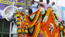 KCR paid Floral tributes to Dr BR Ambedkar on the occassion of his jayanthi02