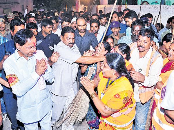 CM KCR in Swachh Bharath at Parsigutta