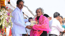 CM KCR in parade grounds on the occassion of Telangana formation day (21)