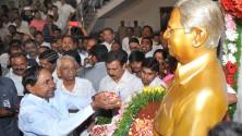 CM KCR paid floral tributes to Prof Jayashankar sir (2)