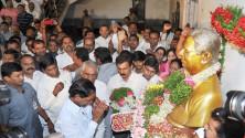 CM KCR paid floral tributes to Prof Jayashankar sir (3)