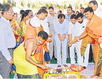 CM KCR performs bhoomi pooja for Yadadri thermal power station