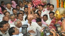CM KCR pays floral tributes to Jayashankar sir01
