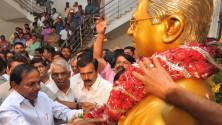 CM KCR pays floral tributes to Jayashankar sir02