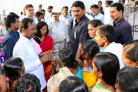 KCR in Gramajyothi Programme at Chinna Malkapur at Karimnagar distrtict