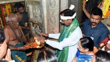 KCR offers Bonam  to Ujjaini Mahankali in secunderabad (4)