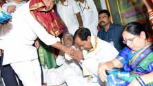 KCR offers Bonam  to Ujjaini Mahankali in secunderabad (5)
