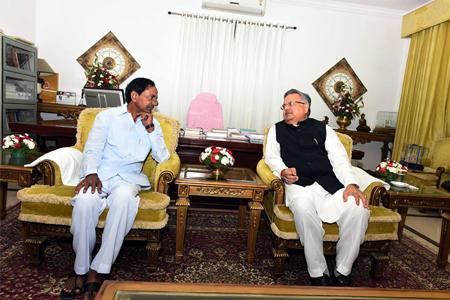 KCR with Chattisgarh CM Raman singh