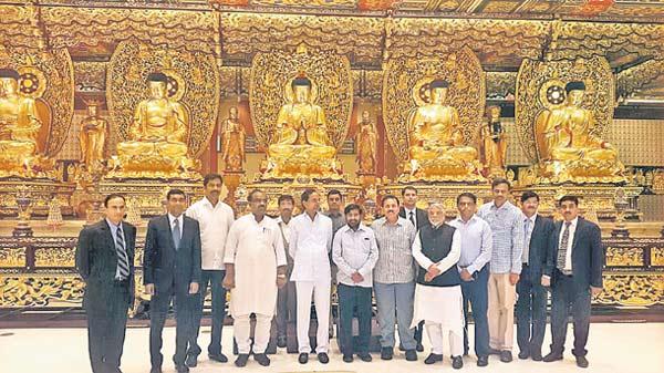 CM-KCR-invites-Hong-Kong-Industrial-officials-to-Telangana