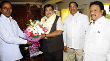 CM KCR met Union Minister for Roadways and Highways Nithin Gadkari (3)