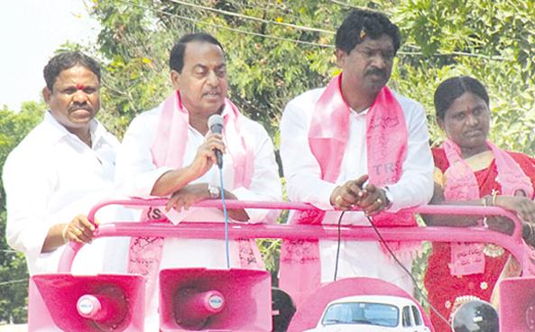 Indrakaran Reddy campaigning at Zaffergad Mandal