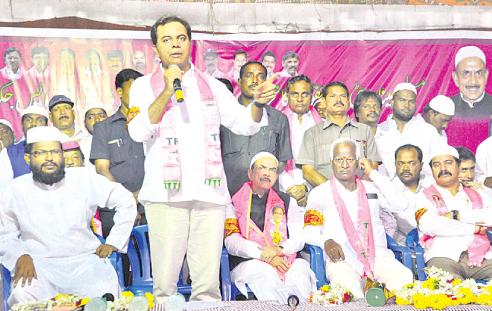 KTR addressing in Warangal meeting with Minorities