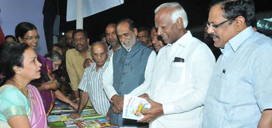 Kadiam-Srihari-launches-the-Bookfair